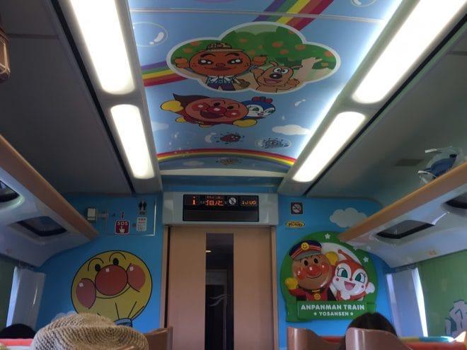 アンパンマン列車内