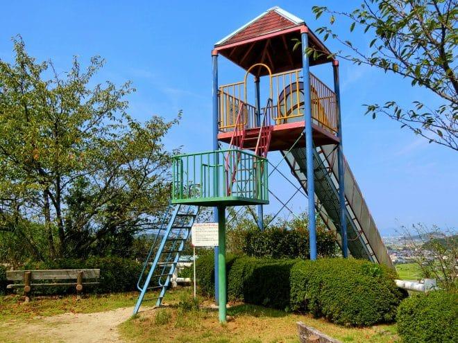 滑り台上り口/朝倉緑のふるさと公園