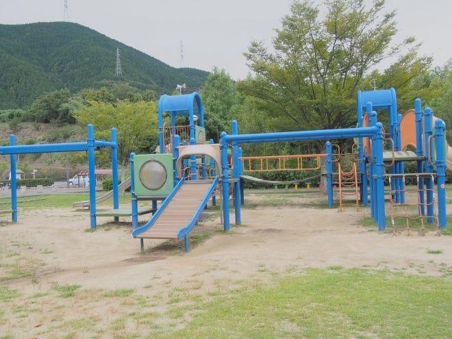 やまじ風公園遊具1