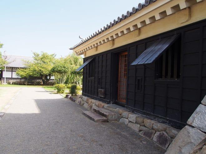 川之江城入り口
