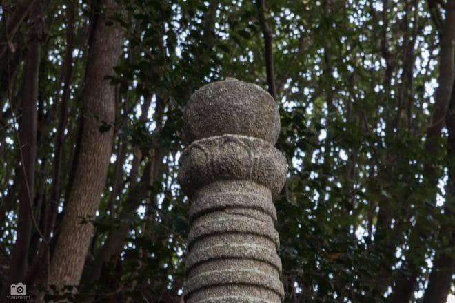大山祇神社の花が上向きの宝篋印塔