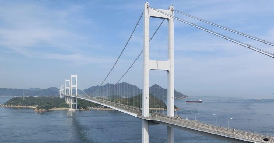 糸山公園より望む来島海峡大橋