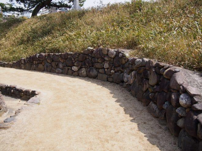 湯築城土塁の様子