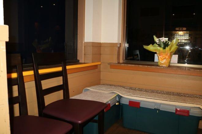 春光亭待合の椅子