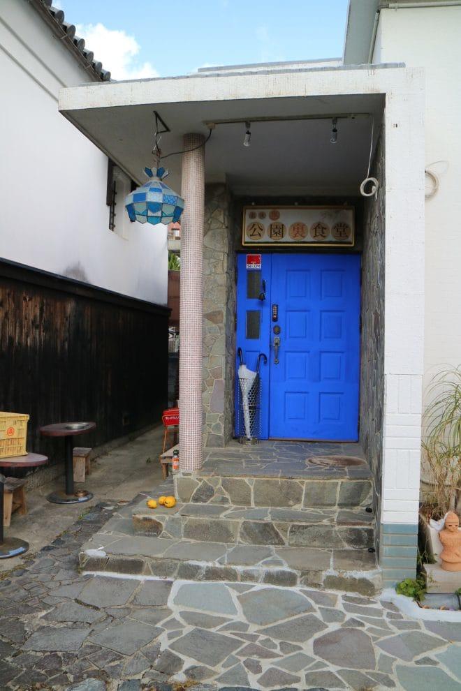公園裏食堂のドア