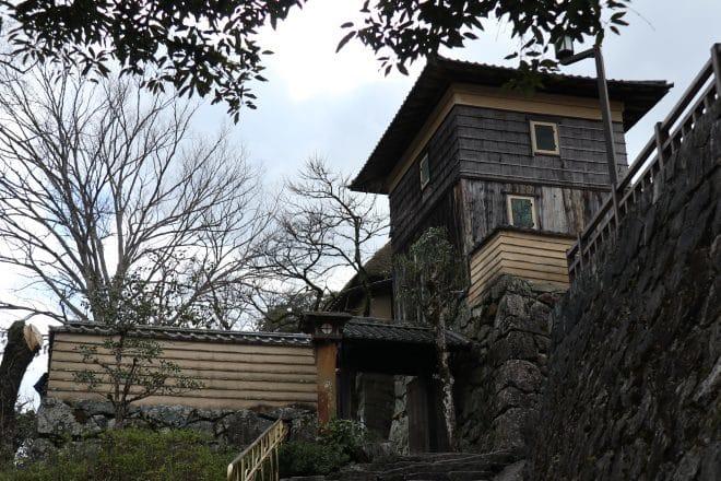 臥龍山荘入口
