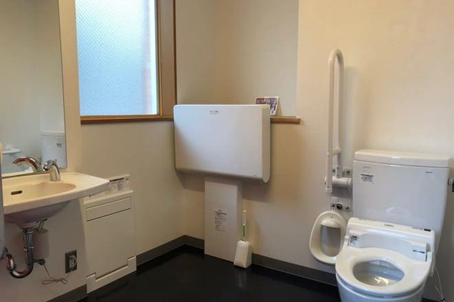 もぶるテラス_多目的トイレ2