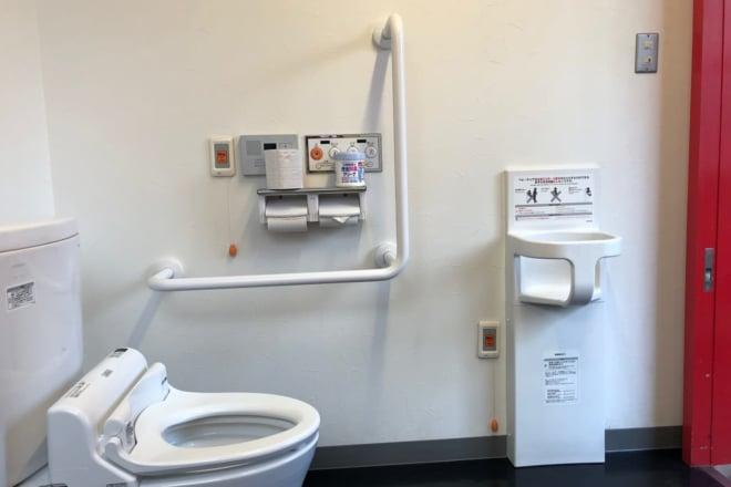 もぶるテラス_多目的トイレ3