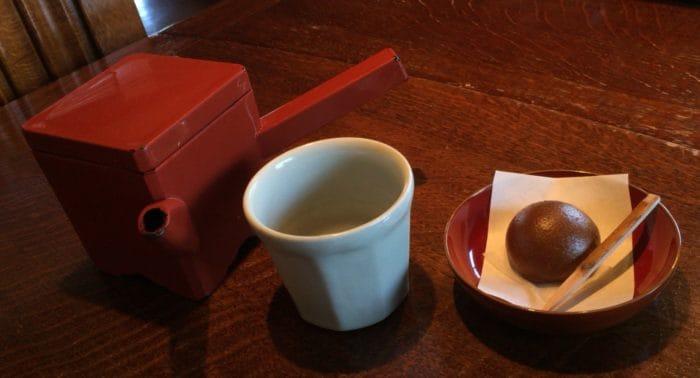 蕎麦湯とお菓子