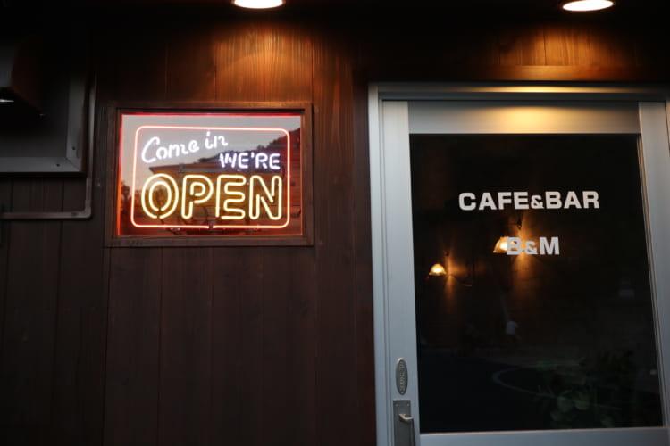 CAFE&BAR B&M外観