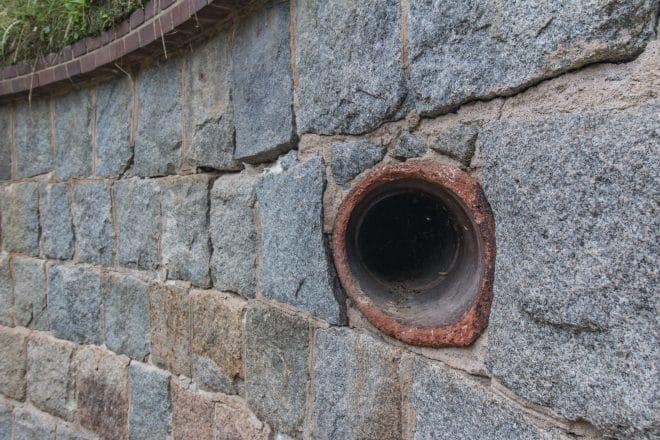 中部砲台跡の穴