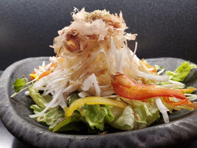 玉ねぎと揚げちりめんのサラダ