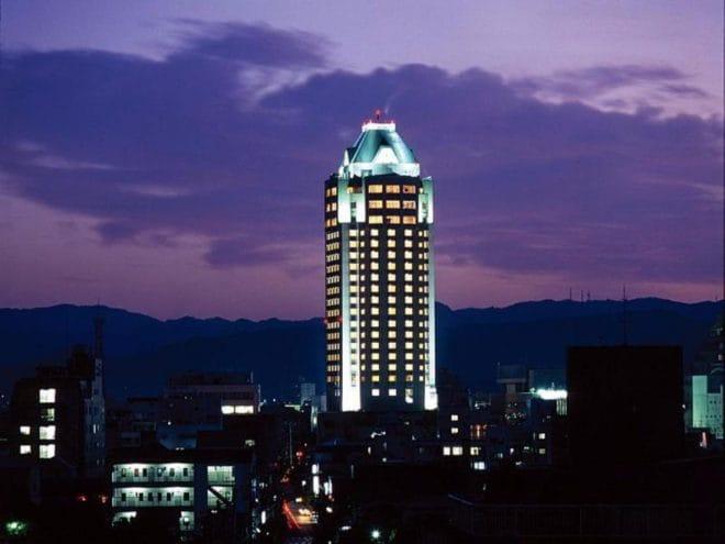 今治国際ホテル 夜の写真