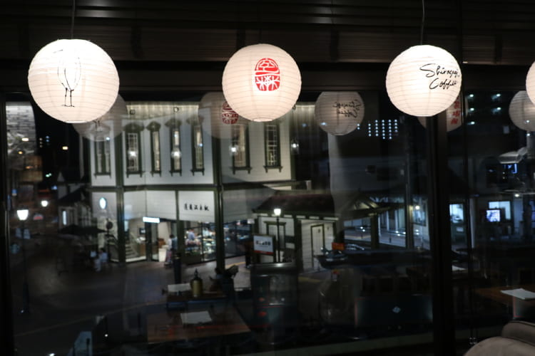 白鷺珈琲 店内から見た道後温泉駅