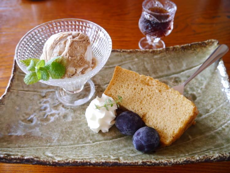 MITSUBACHI メイプルシフォンケーキとアイス