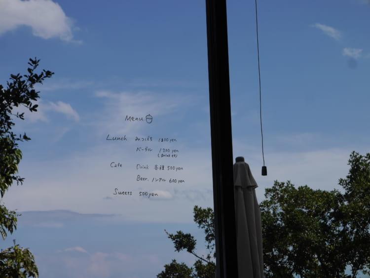 MITSUBACHI ガラス扉に書かれたメニュー