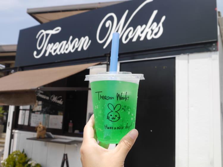 Treason Works お店の外観とドリンク
