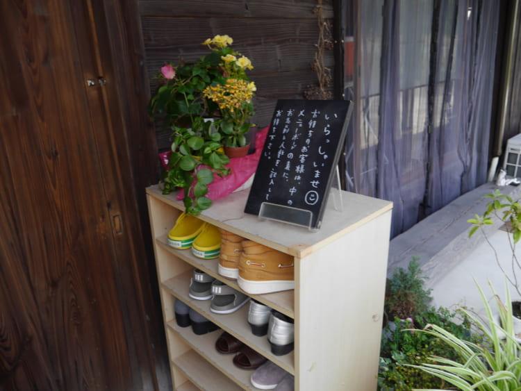母屋カフェときの屋靴箱