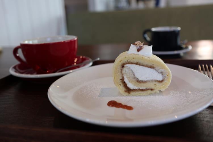 ユノマコーヒーロールケーキ