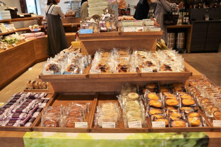 シャトレーゼ 焼き菓子コーナー