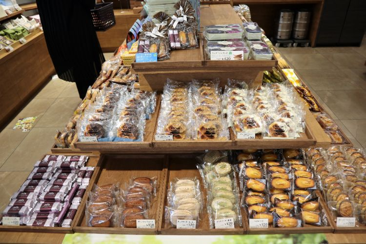 シャトレーゼ 焼き菓子コーナー2