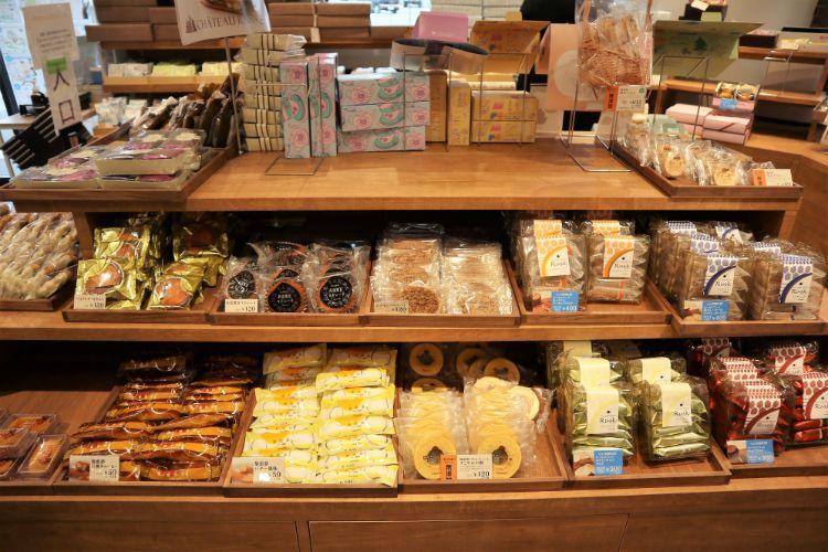 シャトレーゼ 焼き菓子コーナー3