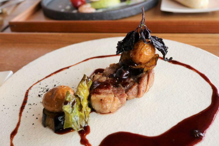 モンドブルー 肉料理1