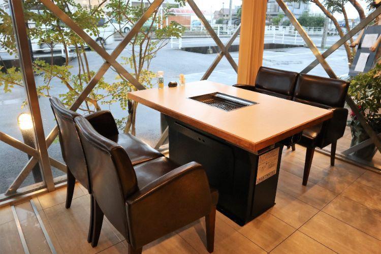 ビーフイーター テーブル席2