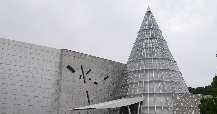 新居浜【愛媛県総合科学博物館】世界最大級のプラネタリウムと多様な展示で「学び」の楽しさを!