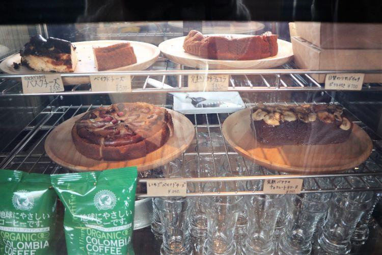 ガッキー ショーケースのケーキ1