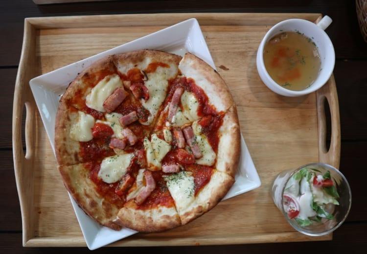 ロワジール トマトとベーコンのピザ2