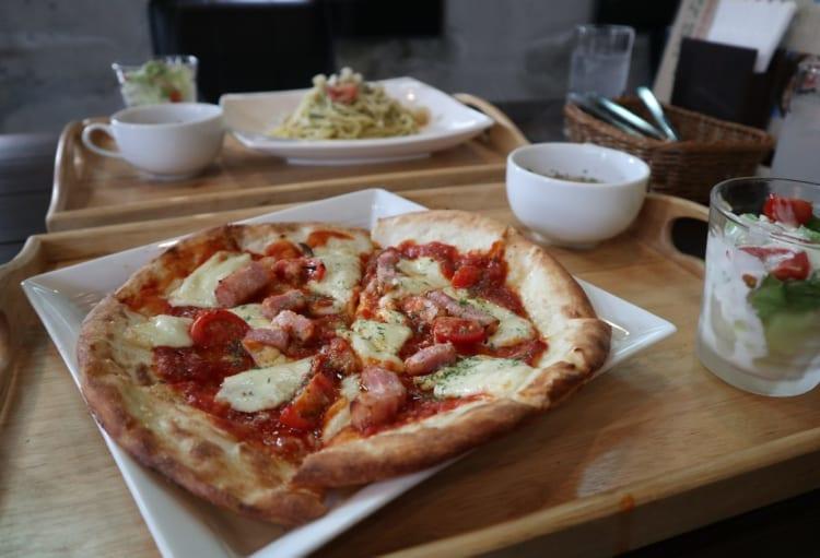 ロワジール トマトとベーコンのピザ1
