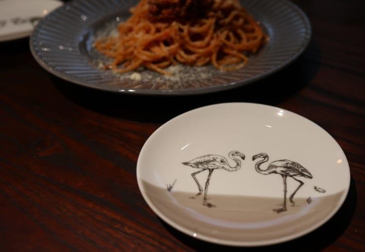 Blue Flamingo お皿とパスタ