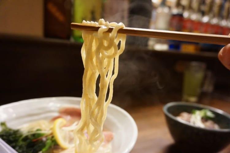 カム 鶏白湯の麺