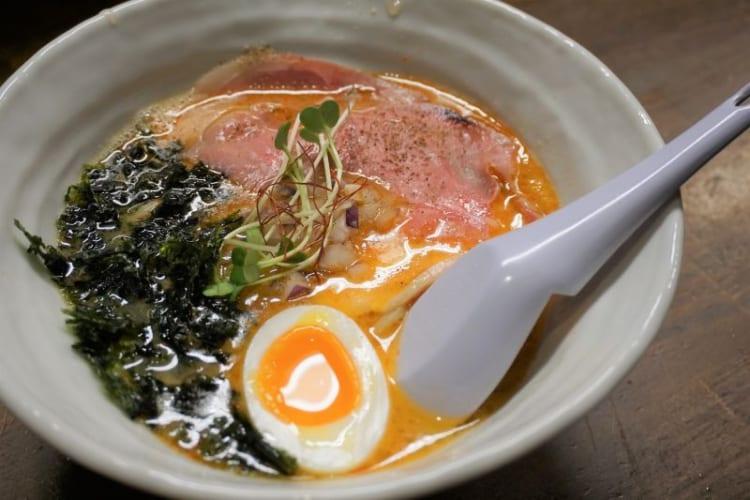 カム 鶏白湯赤2
