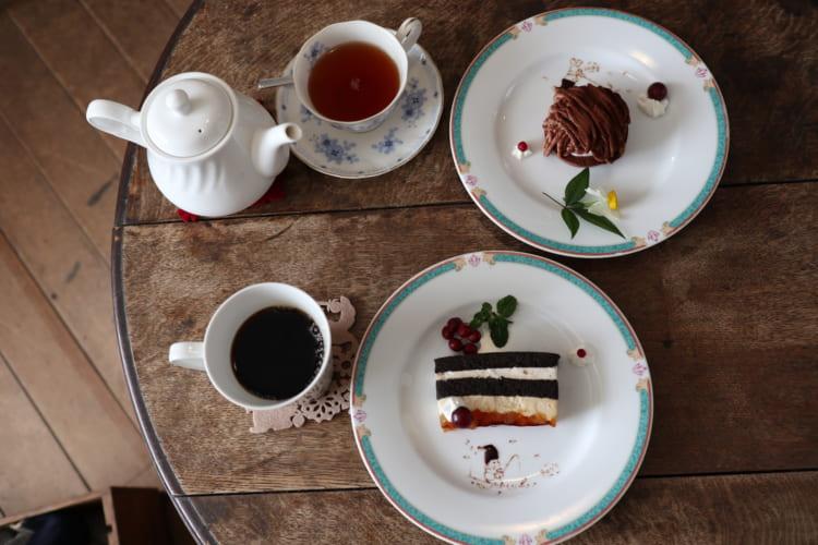 ロイズ りんごとキャラメルのケーキとチョコモンブラン
