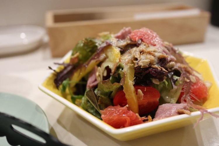 バンビ 鴨の燻製バンビサラダ 自家製旬のリンゴドレッシング1