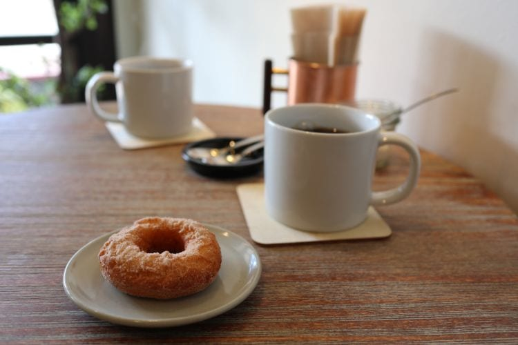 ロキ ドーナツとコーヒー
