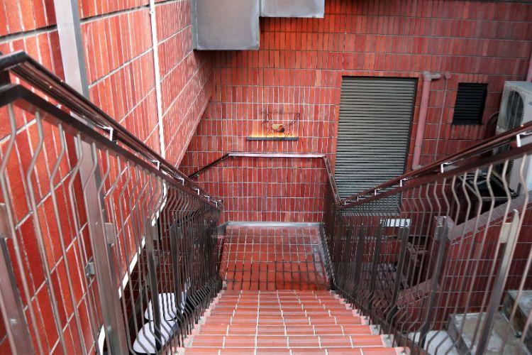 キャリコ 階段
