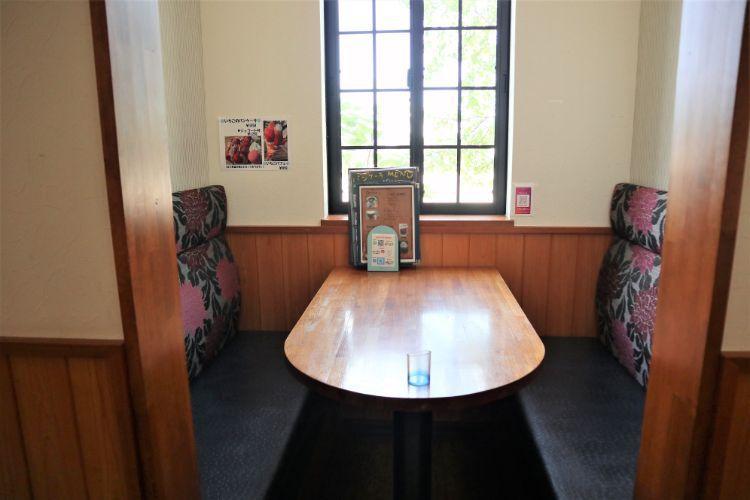 オルシヴァル ボックス席2