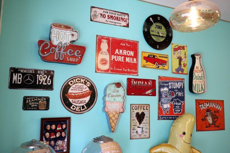 バナビー 店内の壁