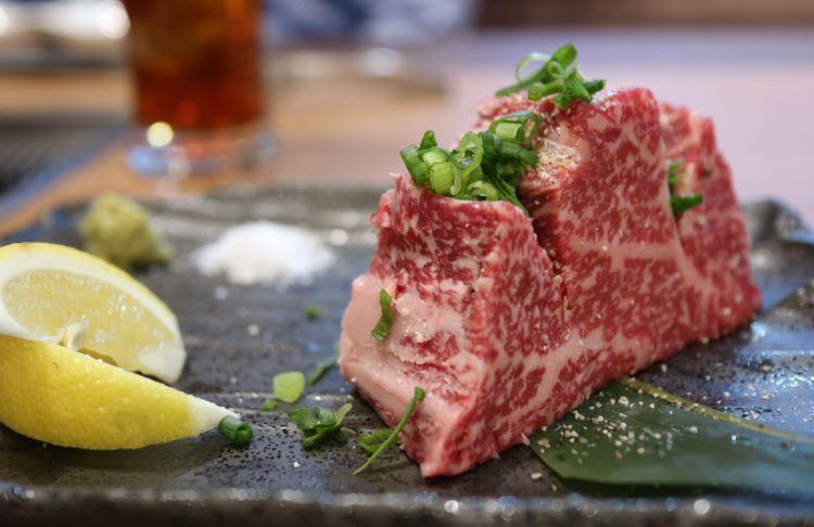 京城園藤原店 肉塊(和牛リブロース)1