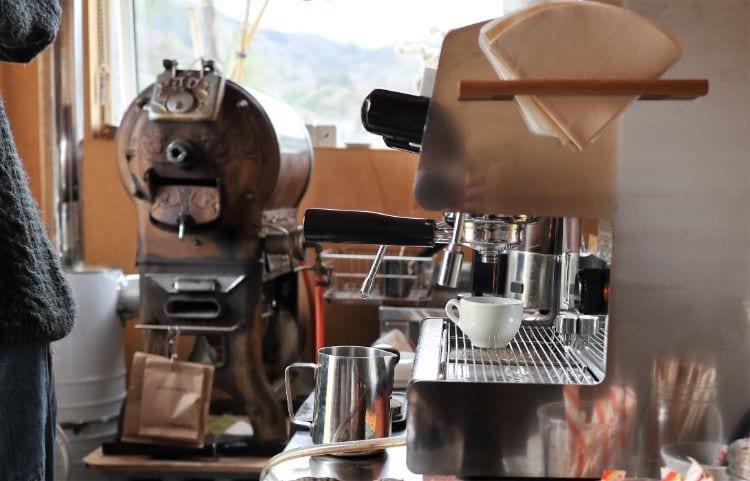 八幡焙煎所 コーヒーを淹れている様子5