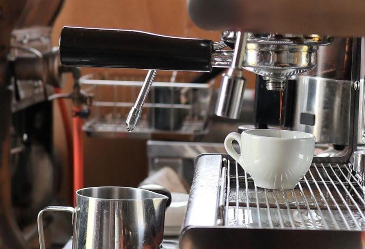 八幡焙煎所 コーヒーを淹れている様子4