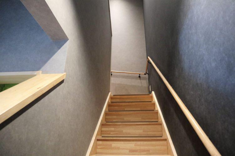 松おか 階段