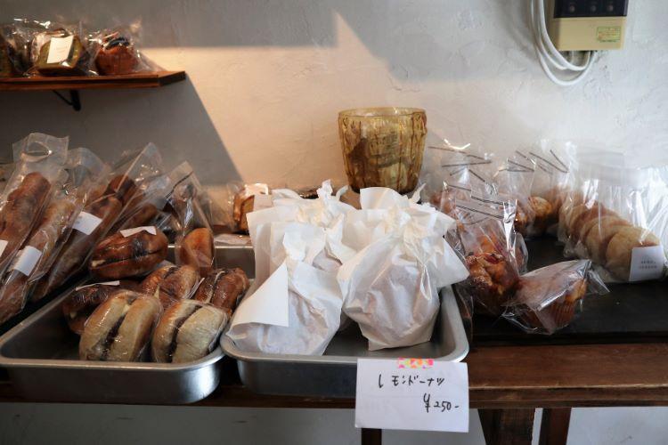 ヤマトヤベイク 店内パン1
