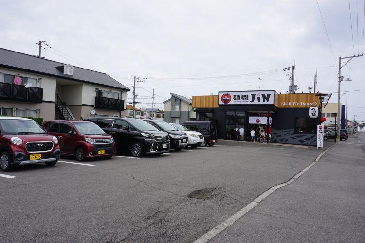 JIN 駐車場