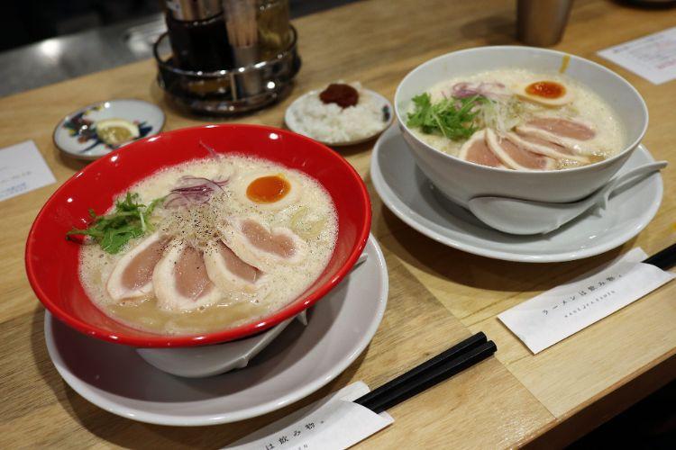 カネオカラーメン 鶏白湯ラーメン・海老鶏白湯ラーメン1