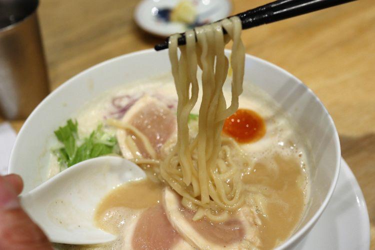 カネオカラーメン 鶏白湯ラーメン2