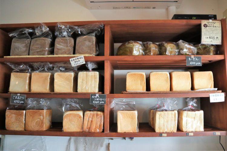 一本堂 店内の食パン